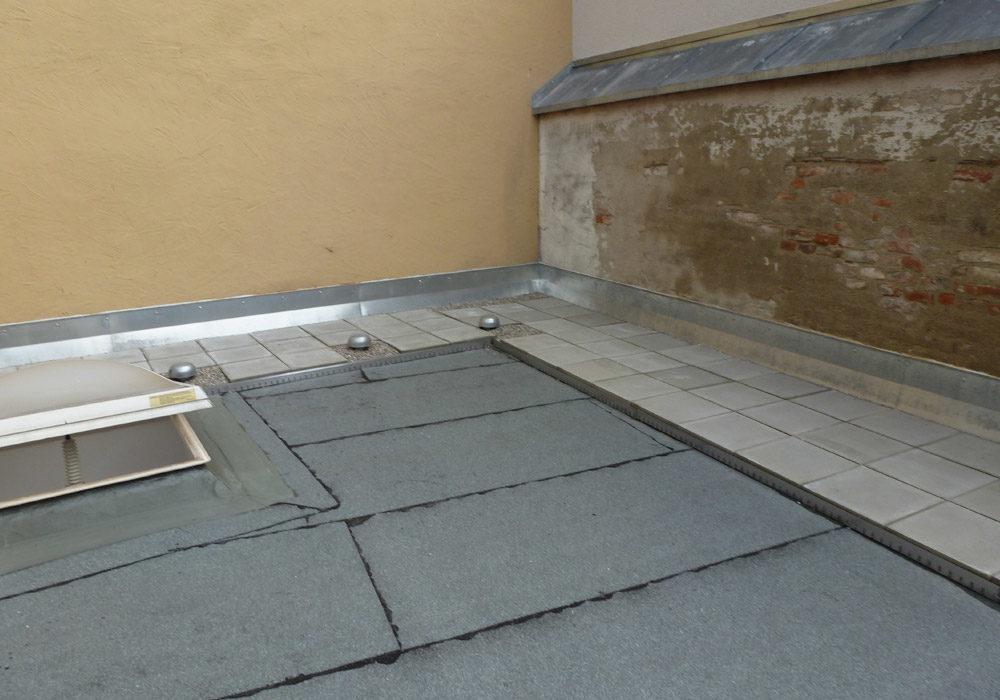 Flachdach-Sanierung an älterem Gebäude.