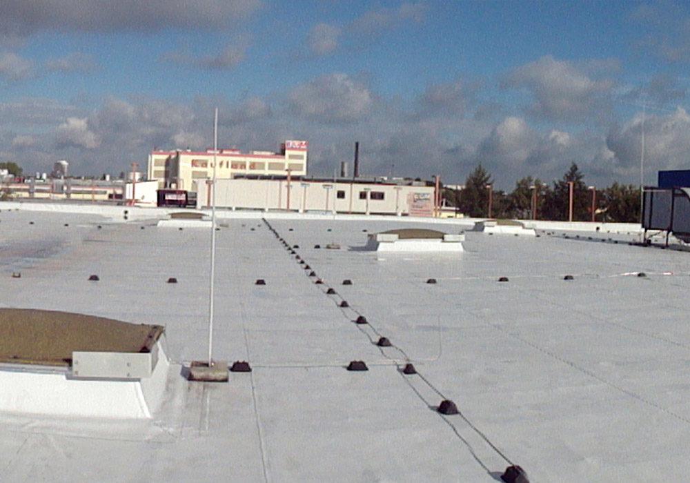 Foliendach auf großem Gebäudekomplex