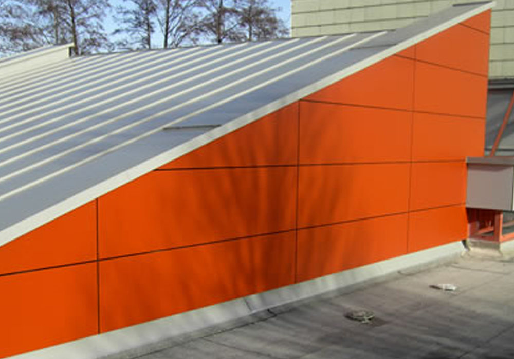 Metalldach in orange und grau