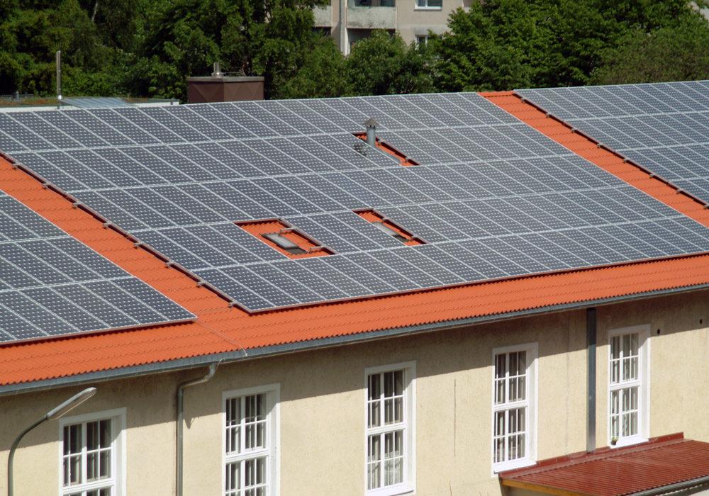 Solardach auf mehreren Reihenhäusern.